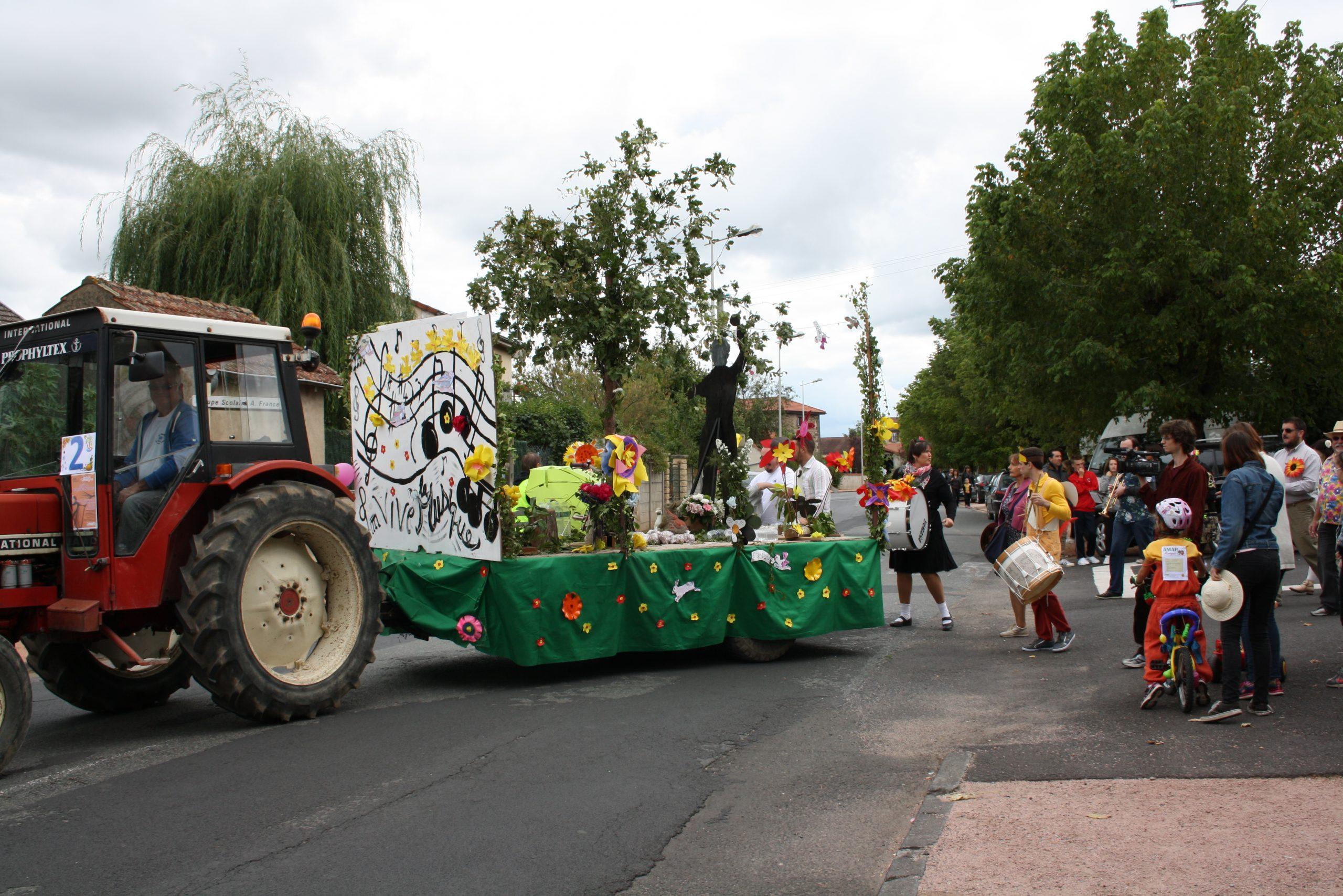 Fête de Maringues, après les vélos décorés, les chars